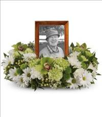 Garden Wreath Funeral Flowers, Sympathy Flowers, Funeral Flower Arrangements from San Francisco Funeral Flowers.com Search for chinese funeral, sympathy funeral flower arrangements from our SanFranciscoFuneralFlowers.com website. Our funeral and sympathy arrangements include crosses, casket covers, hearts, wreaths on wood easels, coronas fúnebres, arreglos fúnebres, cruces para velorio, coronas para difunto, arreglos fúnebres, Florerias, Floreria, arreglos florales, corona funebre, coronas