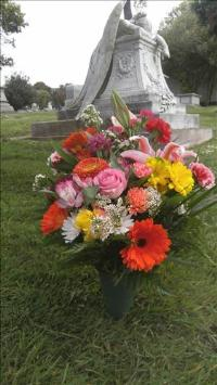 Deluxe Gravesite Bouquet Funeral Flowers, Sympathy Flowers, Funeral Flower Arrangements from San Francisco Funeral Flowers.com Search for chinese funeral, sympathy funeral flower arrangements from our SanFranciscoFuneralFlowers.com website. Our funeral and sympathy arrangements include crosses, casket covers, hearts, wreaths on wood easels, coronas fúnebres, arreglos fúnebres, cruces para velorio, coronas para difunto, arreglos fúnebres, Florerias, Floreria, arreglos florales, corona funebre, coronas