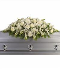 Enduring Light Casket Spray Funeral Flowers, Sympathy Flowers, Funeral Flower Arrangements from San Francisco Funeral Flowers.com Search for chinese funeral, sympathy funeral flower arrangements from our SanFranciscoFuneralFlowers.com website. Our funeral and sympathy arrangements include crosses, casket covers, hearts, wreaths on wood easels, coronas fúnebres, arreglos fúnebres, cruces para velorio, coronas para difunto, arreglos fúnebres, Florerias, Floreria, arreglos florales, corona funebre, coronas